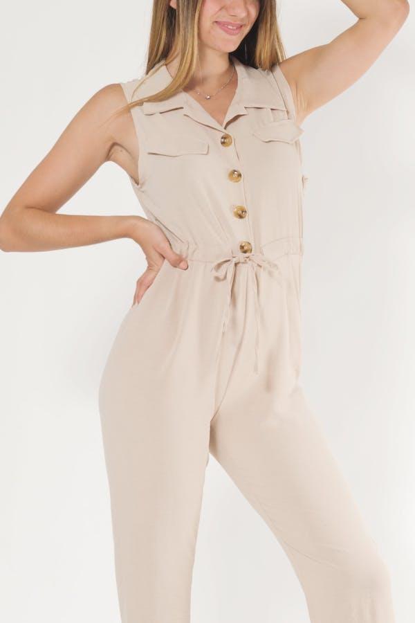 Mono diseño ajustado beige