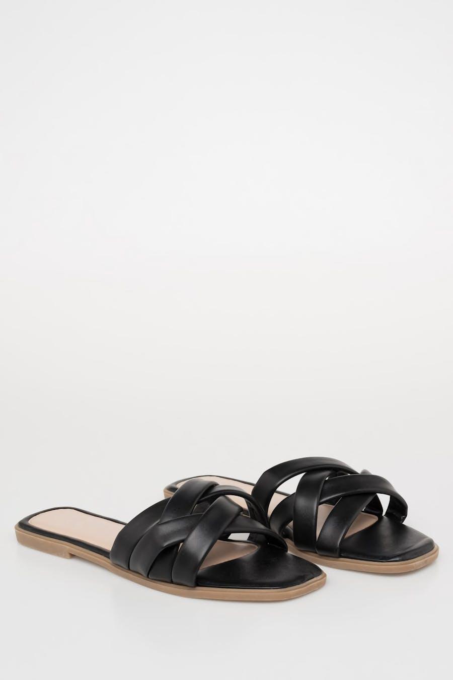 Sandalia multitiras negra