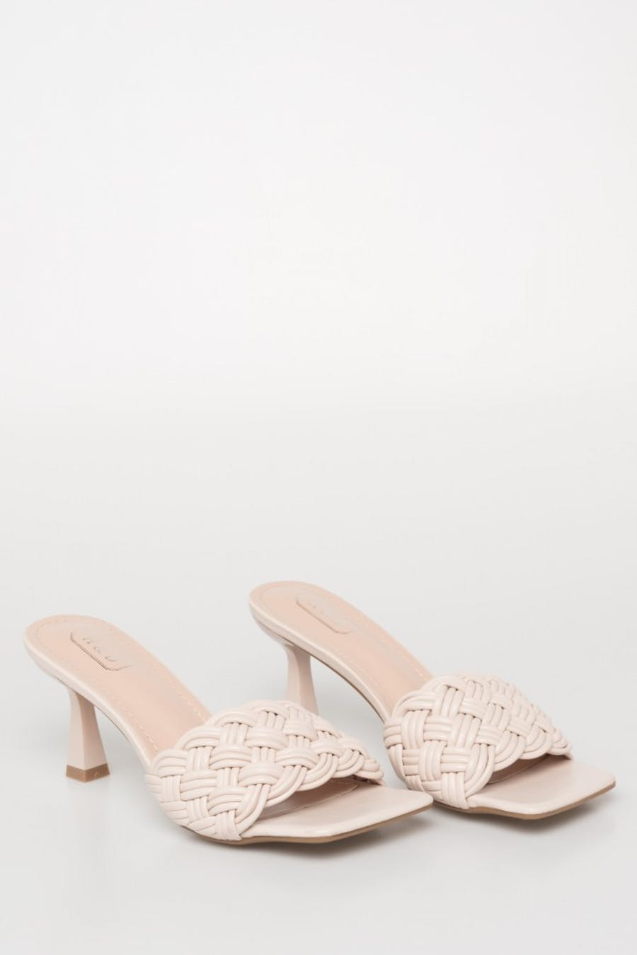 Sandalia tacón diseño trenzado
